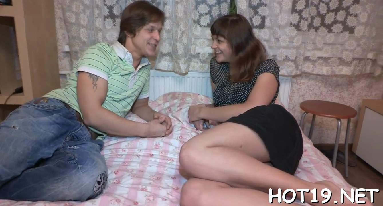 Первый опыт орального секса русское порно видео